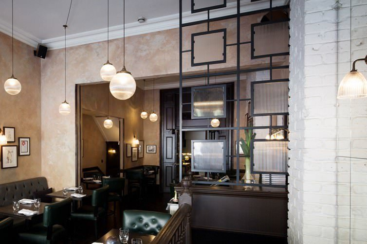 Odette 39 s restaurant london retro goodrich glass globe lights for Odette s restaurant month